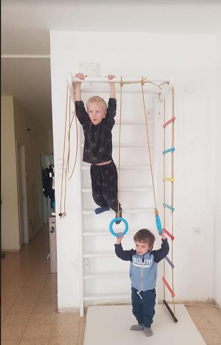 תנו לילדים לטפס על הקירות